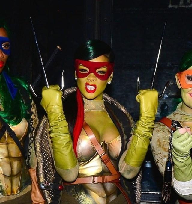 Знаменитости в сексуальных костюмах на Хэллоуин