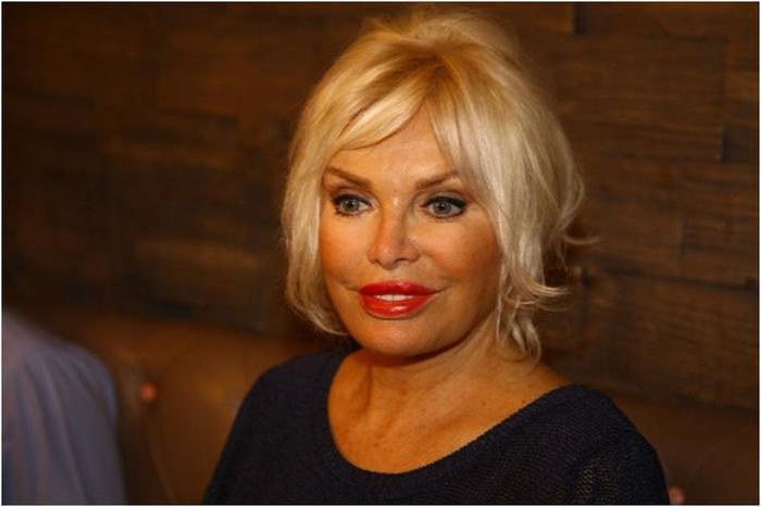 Знаменитая турецкая певица в свои 71 лет выглядит на 40!