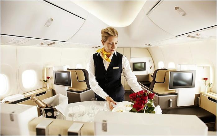 Как летают пассажиры первого класса, который предлагают известные авиакомпании