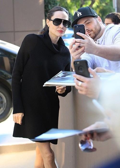 Анджелина Джоли удивила выходом в мини (фото)