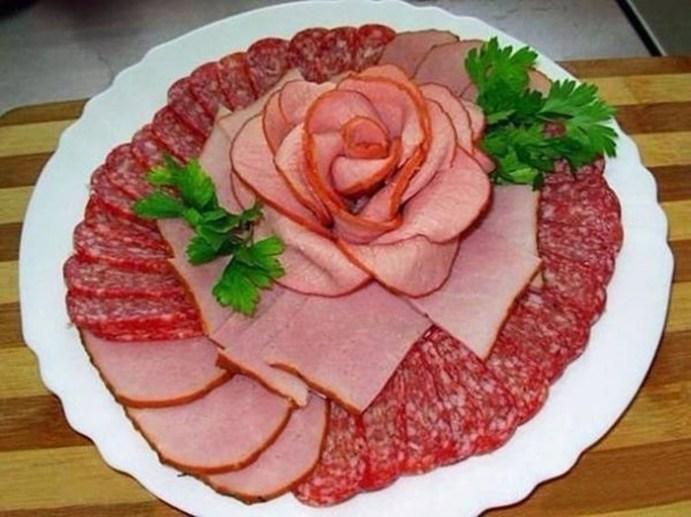 Красивое, но при этом простое оформление мясной нарезки