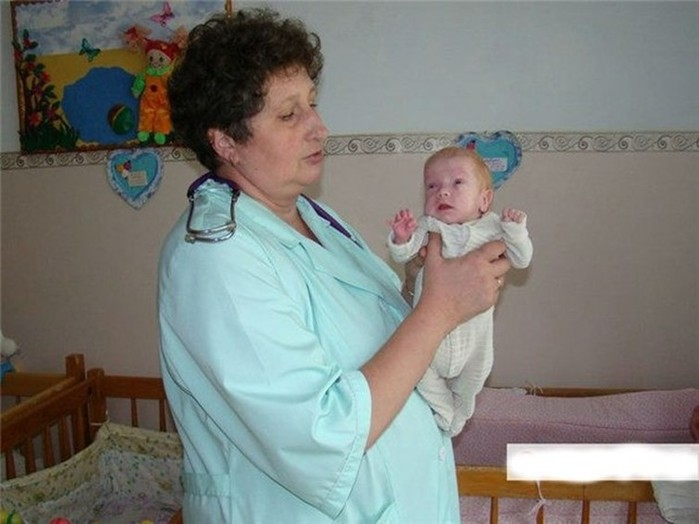 Мальчик чудом выжил после аборта: мать пыталась избавиться от него с помощью китайских таблеток