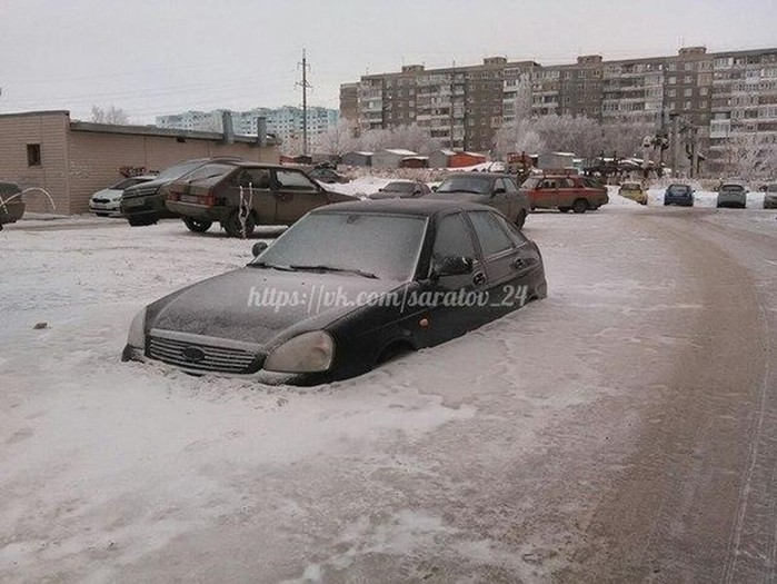Бывают же зимы! Фотографии скованных льдом автомобилей