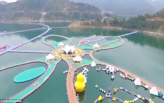 Очередное чудо света— китайская плавающая дорожка