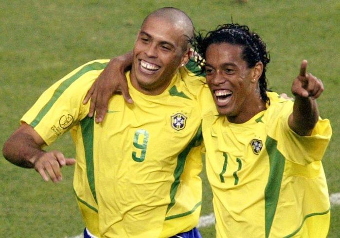 Это же Роналдиньо! Он влюбил в футбол миллионы, погрыз чипсы и пропал с радаров