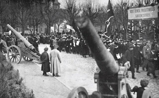 Как СССР в 1940 году присоединил Прибалтику