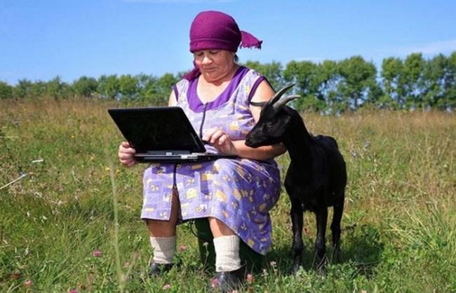 Бабушки и гаджеты: 10 забавных ситуаций, в которых попадали люди старшего поколения, сталкиваясь с новыми технологиями