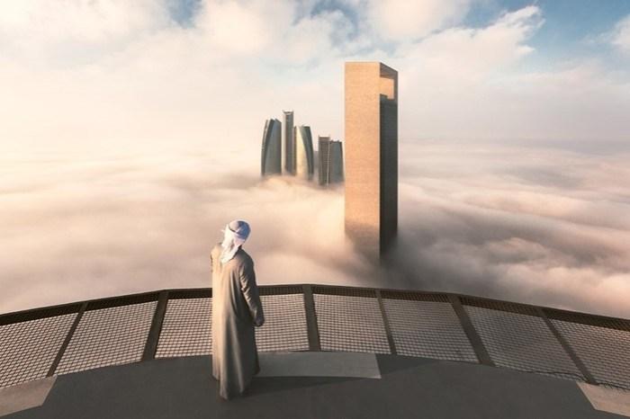 Небоскребы Абу Даби в тумане выглядят очень таинственно: фотографии