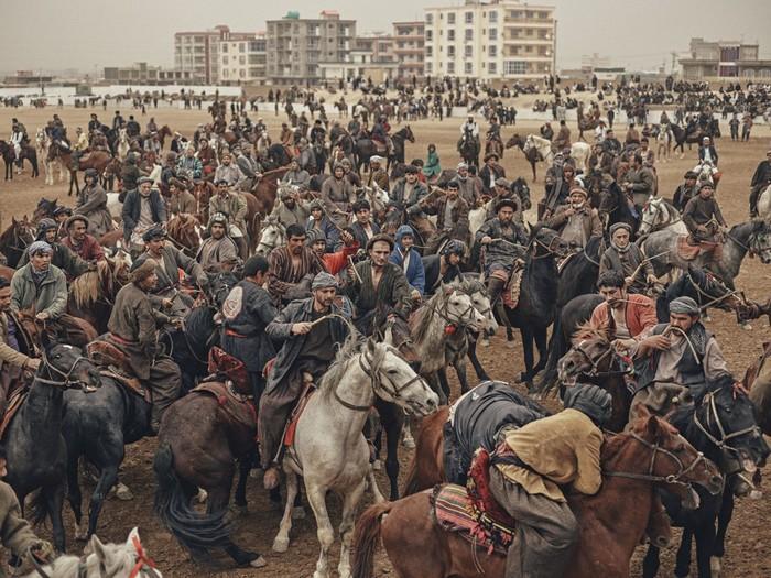 Древняя афганская забава бузкаши: фотографии Балаза Гарди