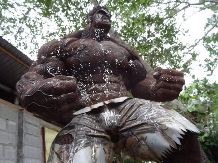 Халк и другие известные герои в скульптурах из металлолома