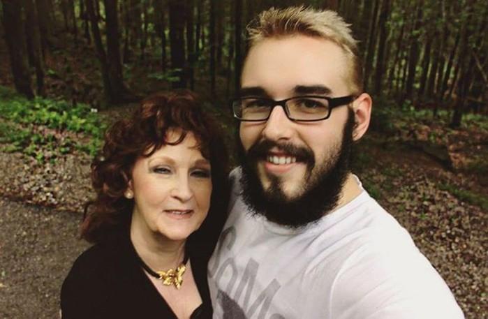 «Она прекрасная любовница»: об отношениях с 72 летней женой ведет блог 19 летний парень