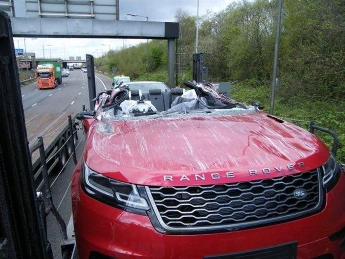 Новые Range Rover не доехали до салона из за аварии