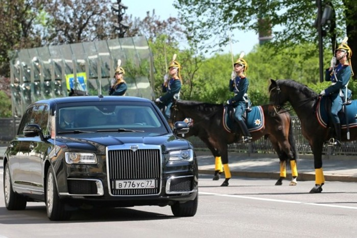 Владимир Путин посидел в новом лимузине «Кортеж» российского производства