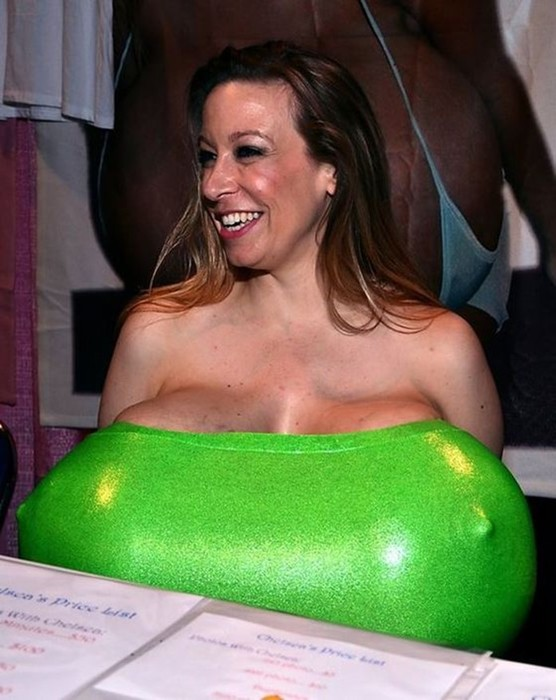 Челси Чармз: обладательница самой большой груди в мире