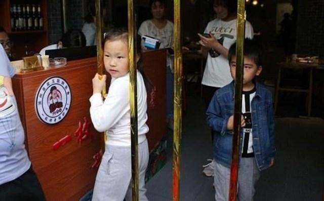 В китайском ресторане бесплатно кормят худых посетителей