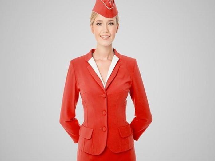 Почему стюардессы прячут руки за спину: всё ради вашей безопасности!