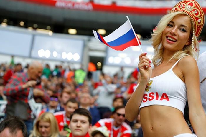 «Самая красивая болельщица России» отрицает съемки в порно