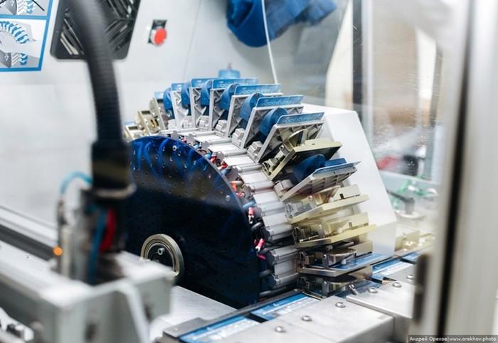 Как производят пластиковые карты: фотоэкскурсия
