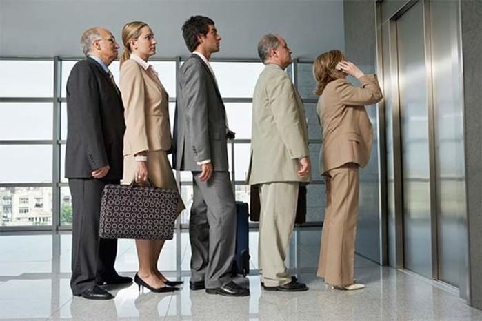 Отличия общего этикета и делового этикета для бизнеса: двери, лифт, лестница