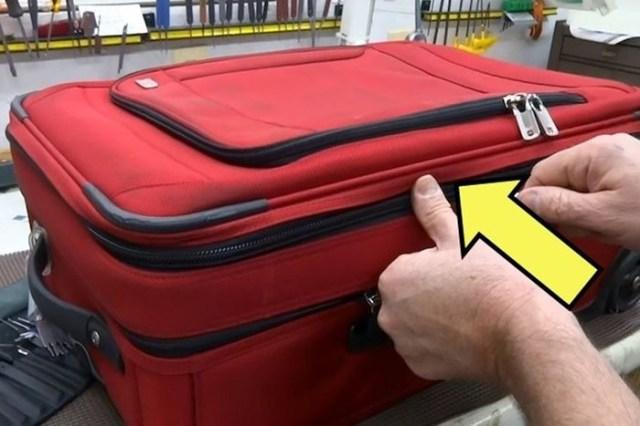 Как в аэропортах вскрывают чемоданы пассажиров: что делать, чтобы уберечь багаж?