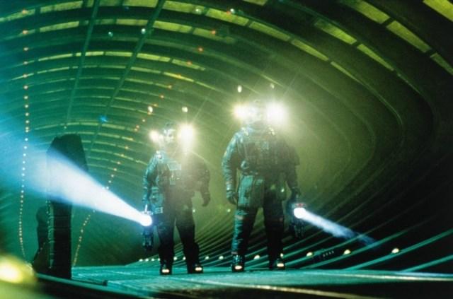 Украденный страх: 10 самых страшных сцен, вырезанных из хорроров