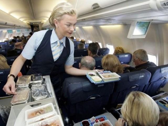 9 секретов о полетах от стюардесс, которые проходят серьезные тренировки