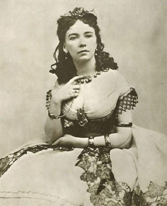 Кора Перл   куртизанка XIX века, которую первой «подали» голой на серебряном блюде