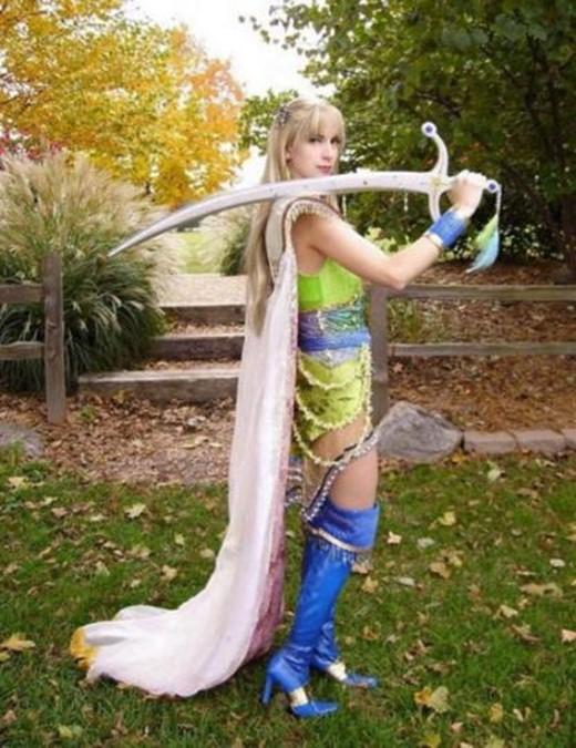 Девушки в игровых костюмах (фото)