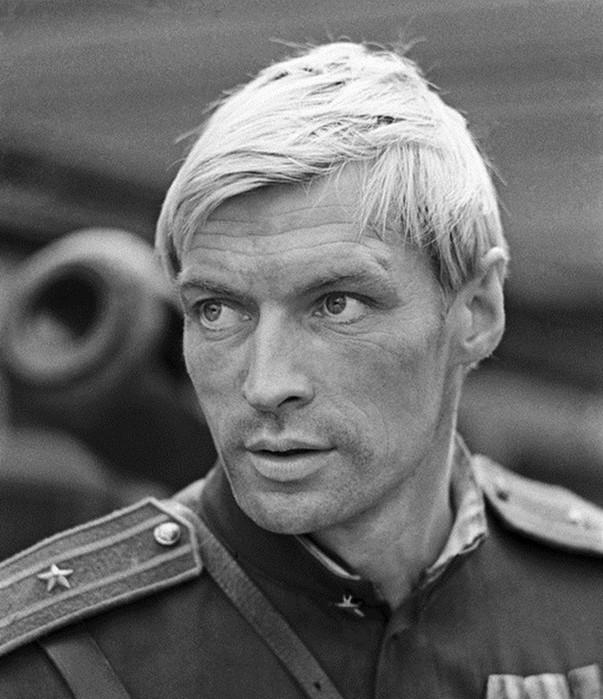 Топ 20: самые красивые советские актёры