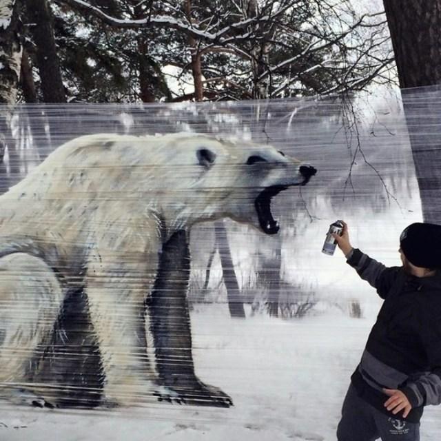 Целлограффити: пищевая пленка как холст для граффити в лесу