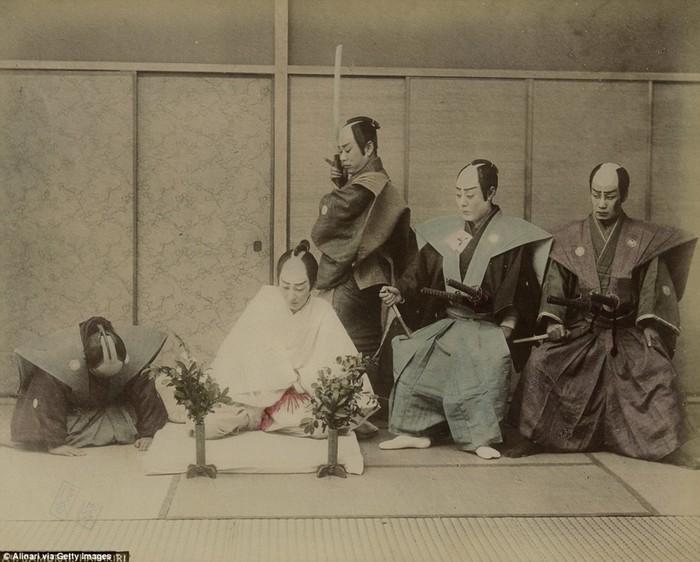 Жесткие фотографии харакири японских самураев конца XIX века