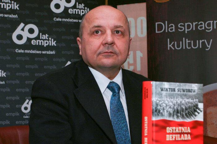 Как советский разведчик Виктор Резун предал Родину и стал писателем Виктором Суворовым
