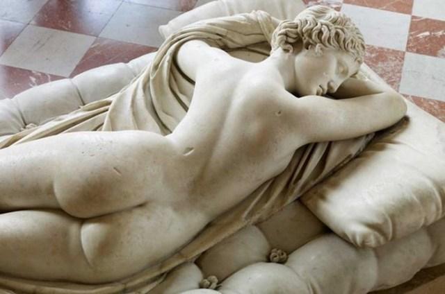 Без одежды: 5 доказанных наукой преимуществ сна голышом