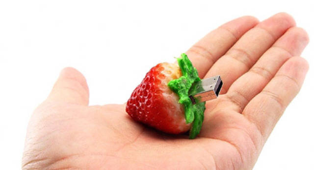 strawberry USB