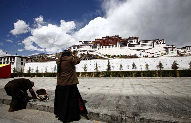Tibet---praying