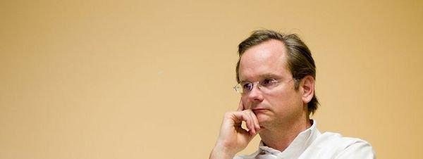 El creador de Creative Commons apuesta por el fin de las sociedades como la SGAE