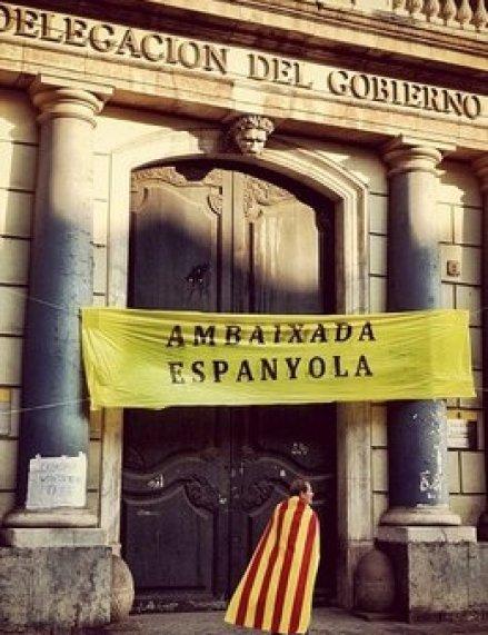 https://i0.wp.com/img01.lavanguardia.com/2012/09/11/Ambaixada-Espanyola-a-Cataluny_54349024886_53389391171_261_396.jpg?resize=439%2C571