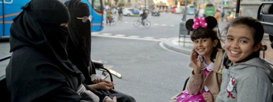 CiU, PSC, PP y C's instan al Govern a prohibir el burka y el niqab en espacios públicos