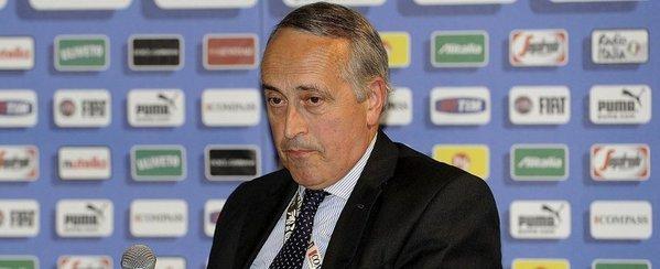 El presidente de la federación italiana de fútbol Giancarlo Abete