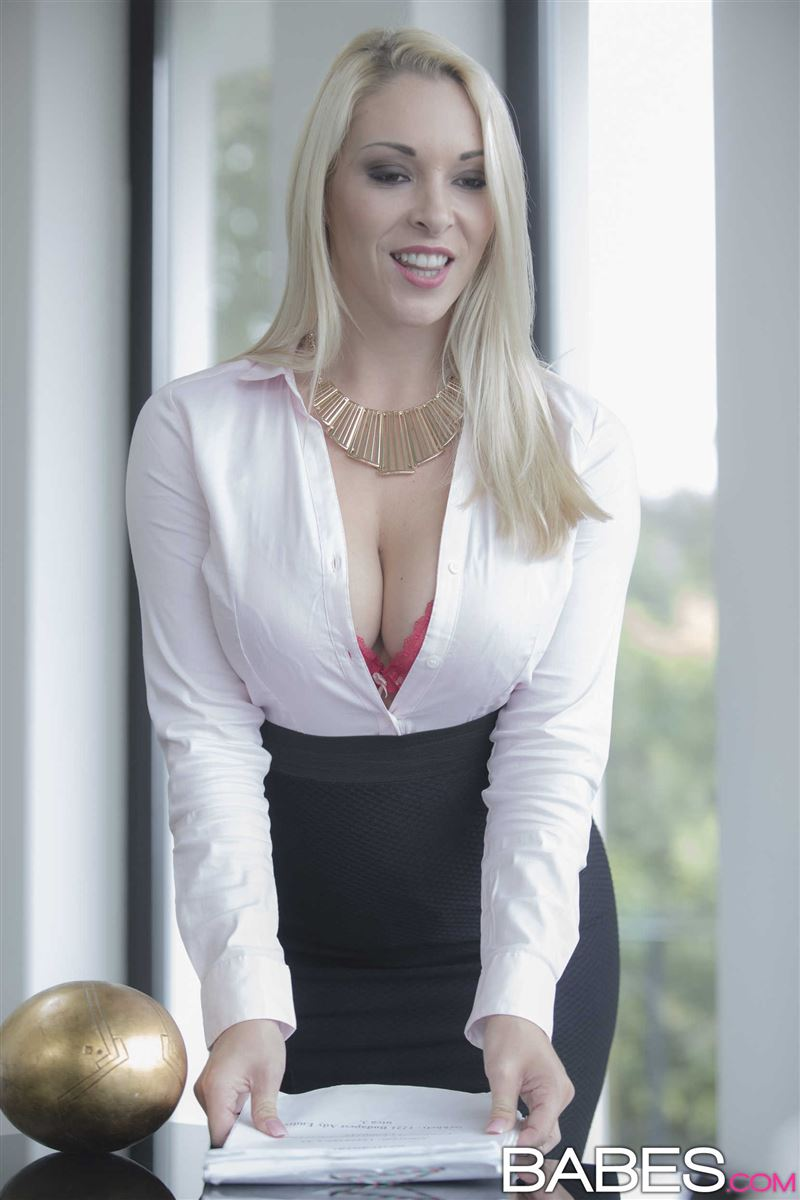 Victoria Summers gets nailed by her boss on a work desk