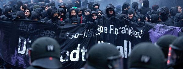 Una manifestación en Hamburgo termina en los peores disturbios en años