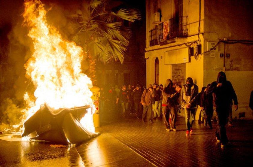 https://i0.wp.com/img02.lavanguardia.com/2014/05/29/Disturbios-en-barrio-de-Sants-_54408467935_53389389549_600_396.jpg?resize=842%2C556