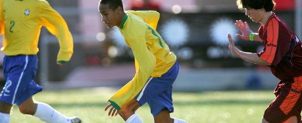 Neymar, con 16 años, en un partido de la selección de Brasil