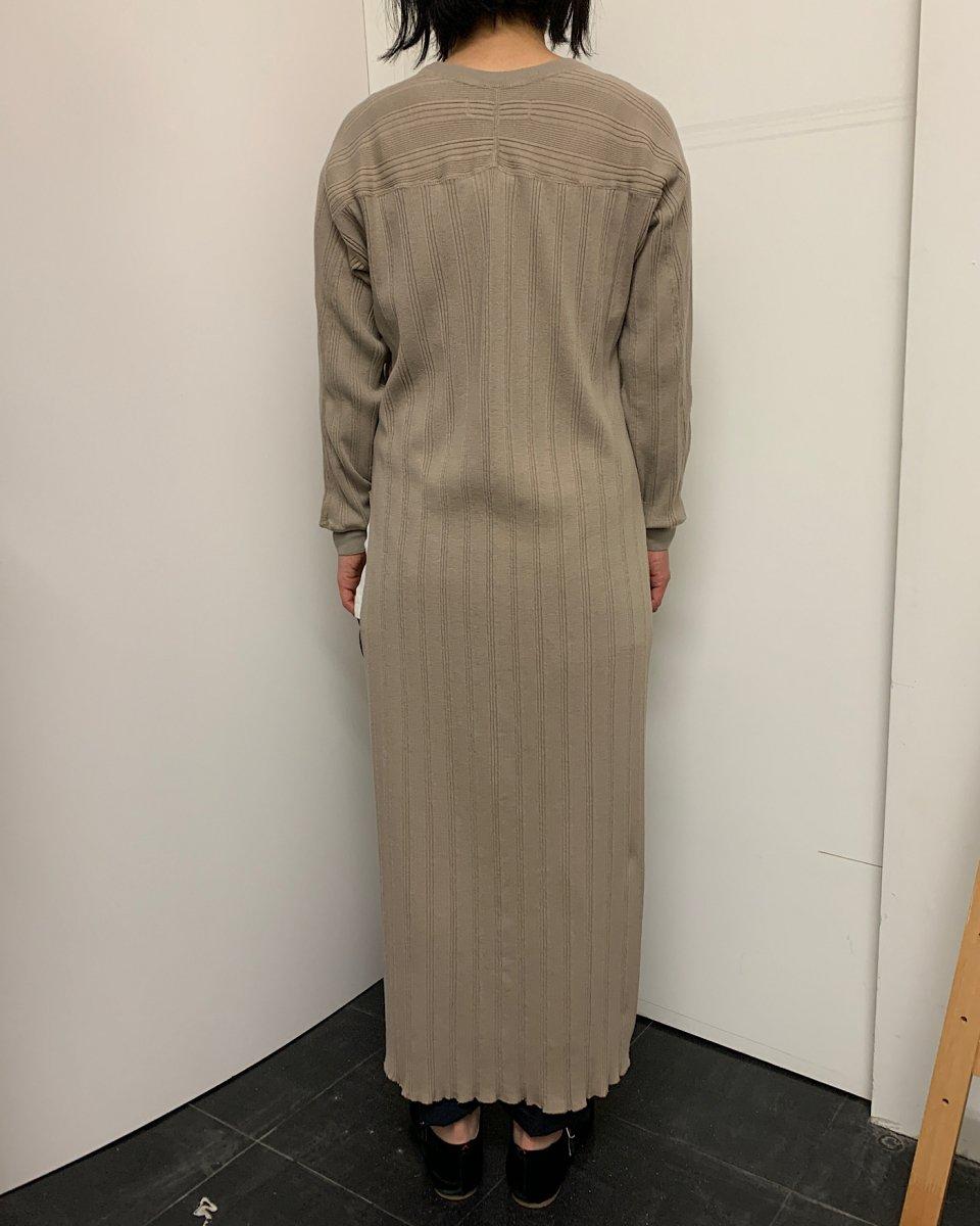 WRYHT ランダムリブクルーネックドレス トープの写真