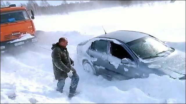 На западные районы Сибири и Урала обрушился мощный снежный циклон