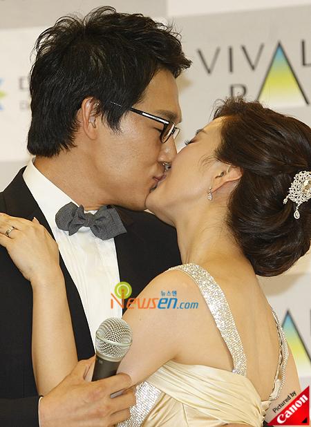 Imagini pentru park sung woong married