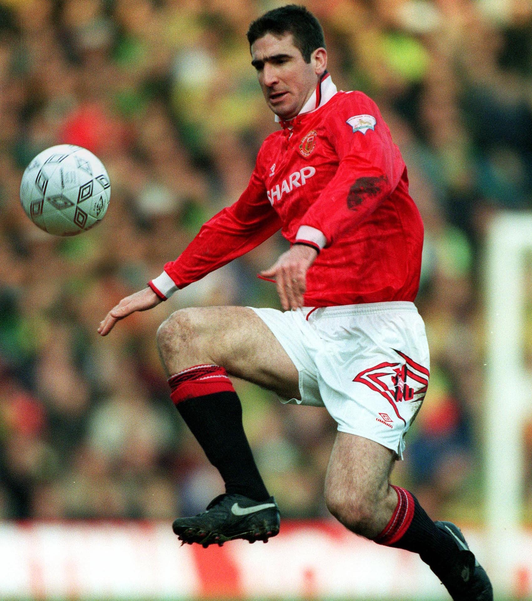Born 24 may 1966) is a french actor, director, producer, and former professional footballer.he played for auxerre, martigues, marseille, bordeaux, montpellier, nîmes, and leeds united before ending his career at manchester united, where he won four premier league titles in five years and two league and fa cup. Premier League: Nasri succèdera-t-il à Cantona, Ginola et ...