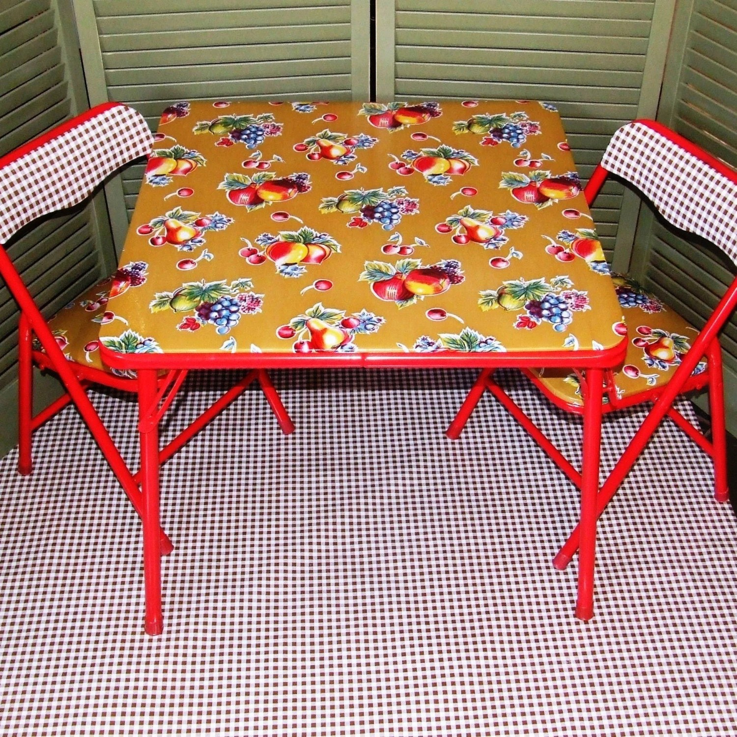 Kids Table And Chairs Clearance Clearance Chalkydoodles Childrens Table And Chair Set Table