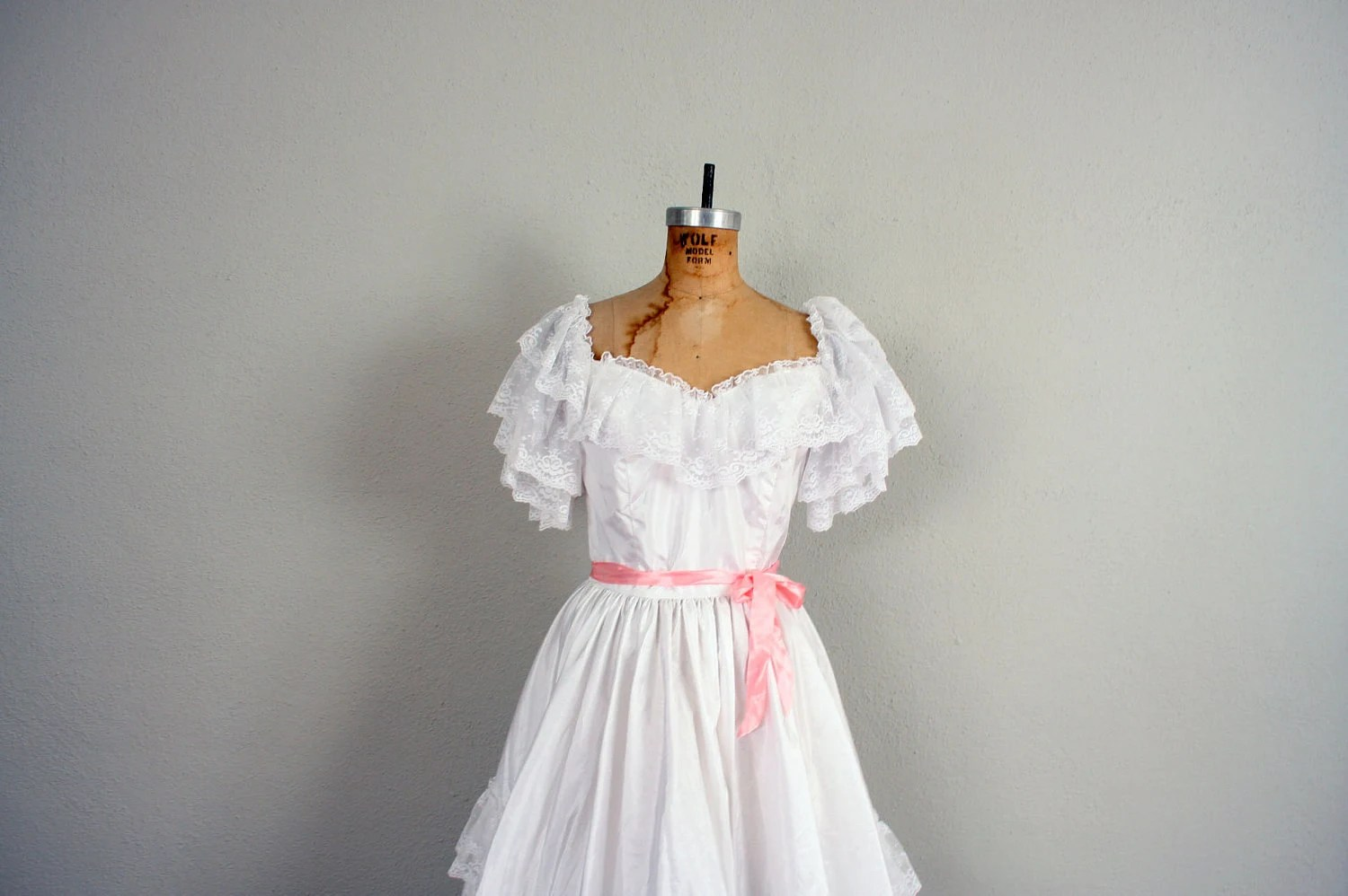 Wedding Dress // Vintage Wedding Gown In Lace // Southern