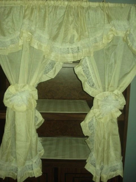 VINTAGE Light Yellow Priscilla Lace Ruffle Curtains 2